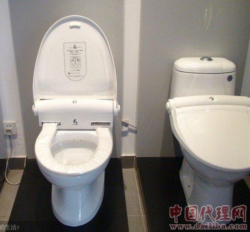 智能便洁垫(全自动换套马桶盖)产品简介   智能便洁垫(全自动换套马桶盖)的问世,大大改善了这一现状,i Toilet智能便洁垫(全自动换马桶盖)强调的是彻底解决坐垫卫生问题,用前轻轻一按,自动切换一次性坐垫,简单快捷。更适用于酒店宾馆、医院会所、美容美体、机场码头、写字楼等公共场所及家庭客厅卫生间的马桶配套使用。对于公共使用场所而言,效果明显,意义重大:      (一)人文关怀:有助于体现人性化服务,提升综合服务档次与客人满意度;有效防止了因为马桶感染疾病及蹲踩座便器导致意外摔伤等而给企业带来的经济纠